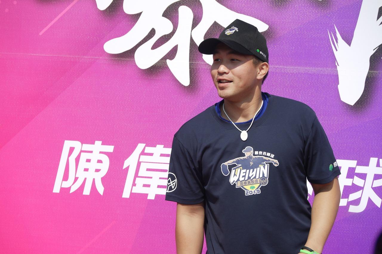 曾仁和參加陳偉殷棒球訓練營擔任助教。 記者吳敏欣/攝影