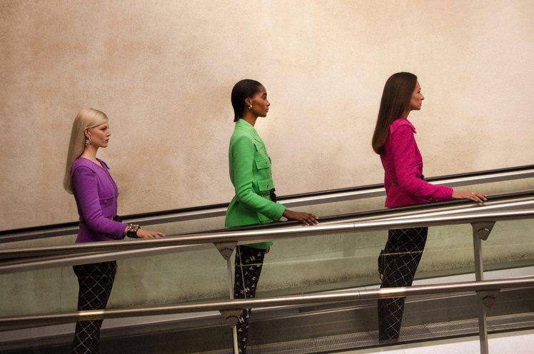 香奈兒最新釋出的外套系列影片展現新一季外套的百變姿態。圖/香奈兒提供
