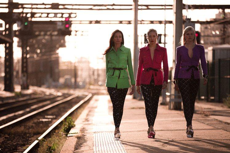 其中三位名模並列的模樣恰好也跟「霹靂嬌娃」三人組合吻合,也同樣散發那股不服輸的強...