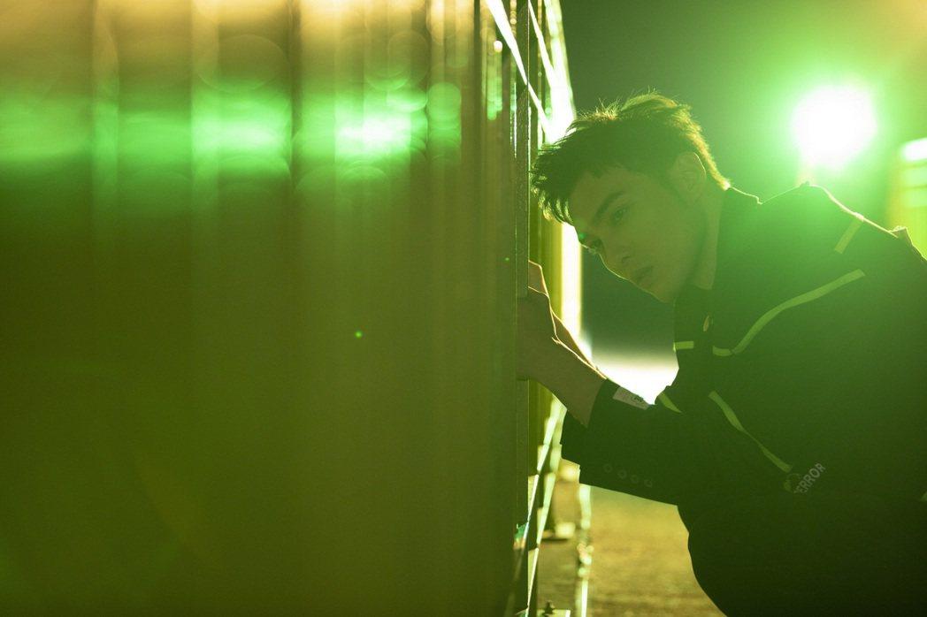 黃偉晉單飛後為首波單曲「北極光」,包辦詞曲創作。圖/愛貝克思提供