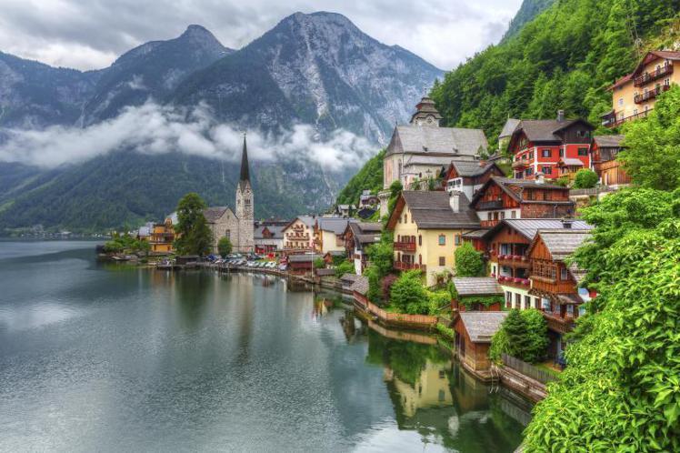 有「世界最美小鎮」之稱的奧地利哈修塔特小鎮(Hallstatt)。本報資料照片