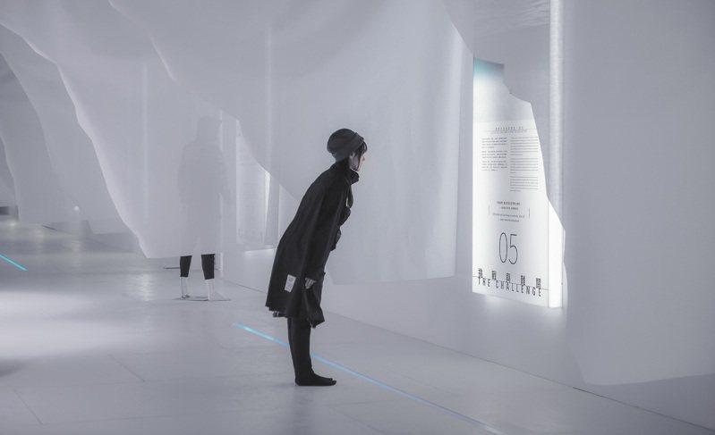 展場有文字優美的極地詮釋可以仔細觀看。攝影/汪德範
