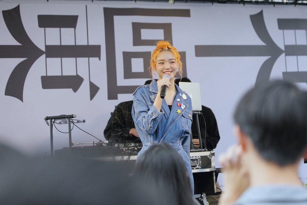 鄭心慈昨於「東區去什麼趣-Back to Street」活動獻唱新歌。圖/索尼音...