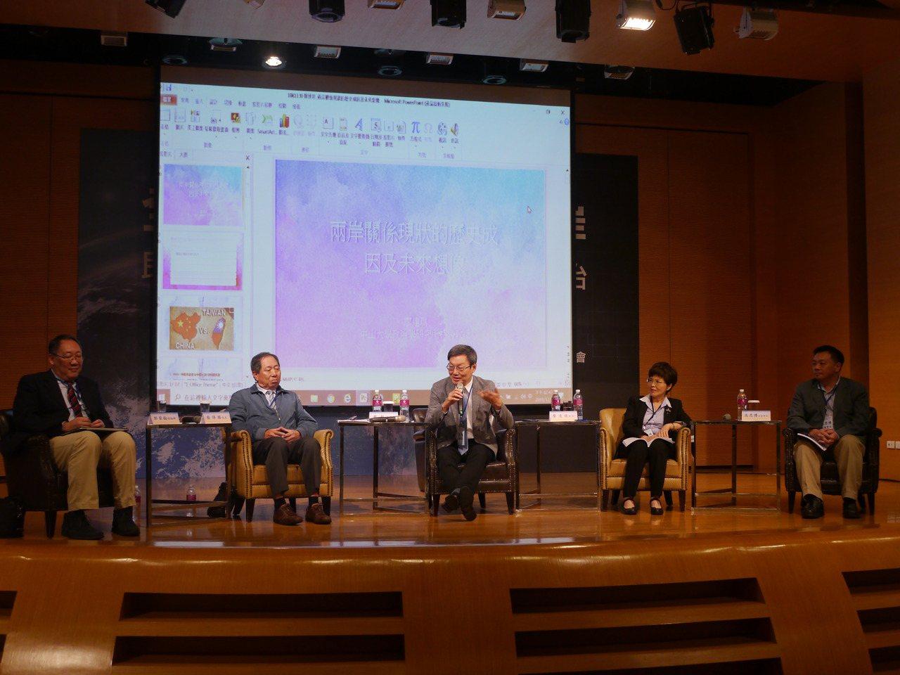 台灣論壇基金會連兩天在高雄義大皇家酒店舉辦「全方位視角下的兩岸」研討會,最後一場...