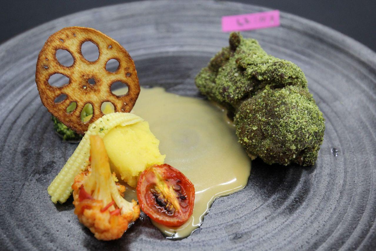 高餐大廚藝科學生陳若謙獲得第一名的料理之一「香草牛五花」。圖/高餐大提供
