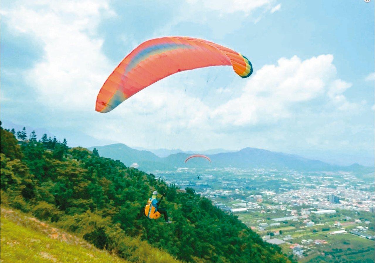 埔里虎頭山是國內飛行傘愛好者的優良場域,可望由縣級風景區升格為國家級景點。 圖/...