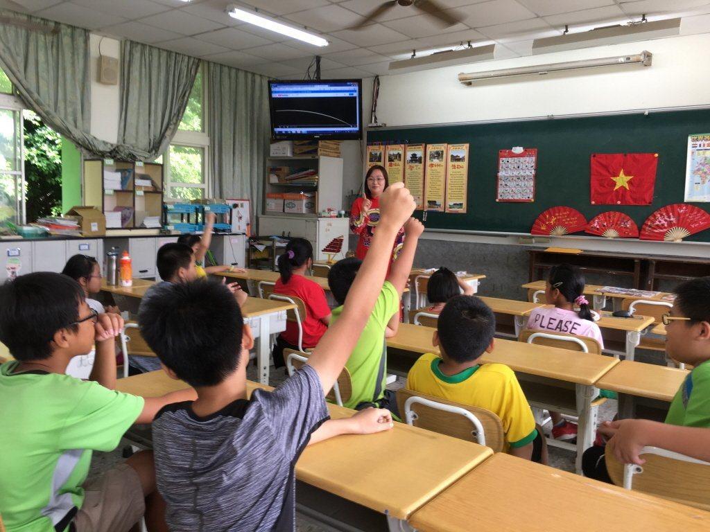 籌備中的本土語文師資職前教育課程,將仿照全英語教學師培計畫,讓本土語文教師可用本...