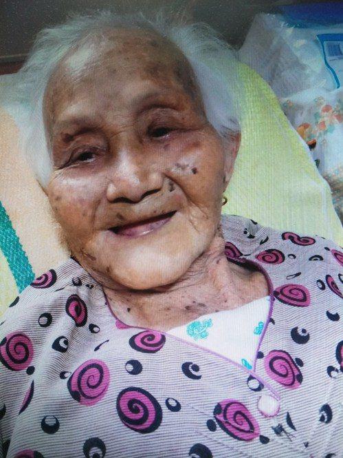 婆婆今年百歲,因為樂觀開朗沒有被疼痛擊倒。 圖╱吳芳枝提供