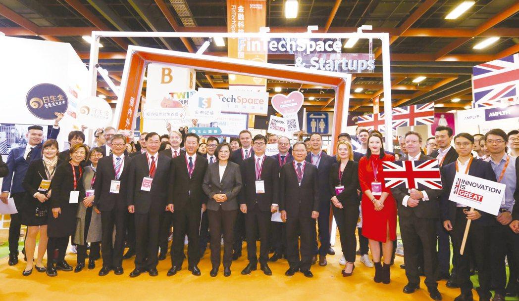 總統蔡英文出席台北金融科技展,並參觀金融科技創新園區FinTechSpace。 ...