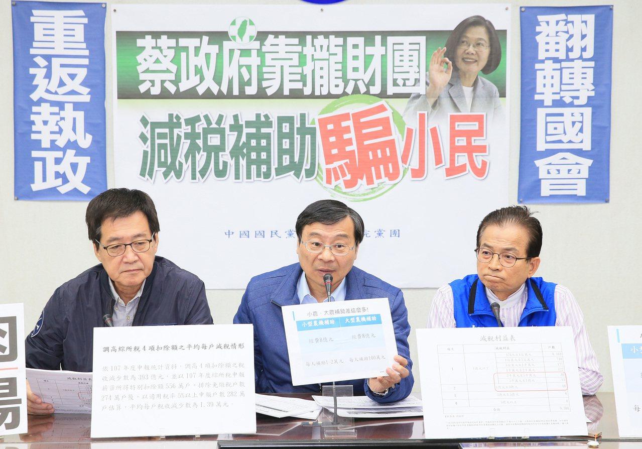立法院國民黨立委賴士葆(右)、費鴻泰(左)質疑台銀證券人事喬不攏,是民進黨內在派...