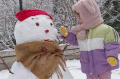 北京初雪「堆」商機 幫造一個5厘米雪人收10元