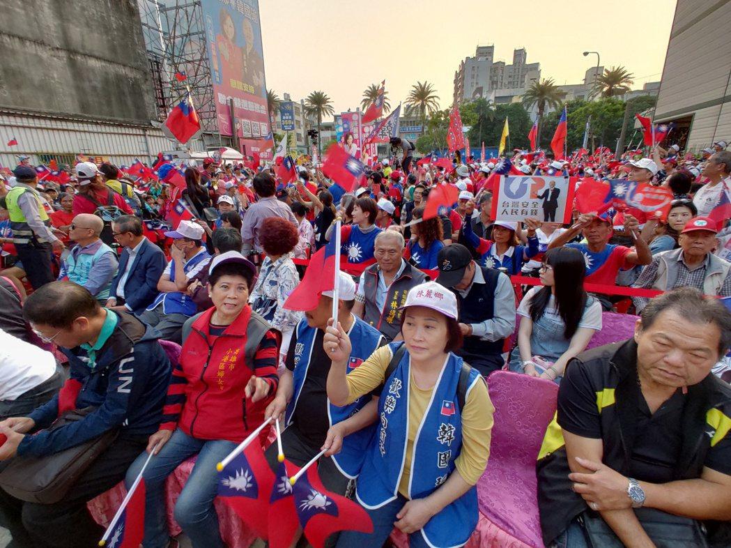 有韓國瑜支持者指出,韓國瑜之前舉辦的造勢活動,現場民眾只要沒關手機,就會被中華電...