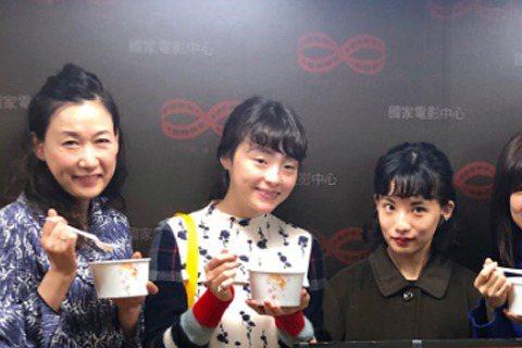 日本電影導演今關明好,來台拍攝日語片「戀戀豆花」,並在今天率本片主要演員回到台北,和台灣媒體分享拍攝趣事。片中,導演今關也將他對台灣美食與黑松沙士的愛,表露無遺。曾於2016年發表電影「未來,很想見...