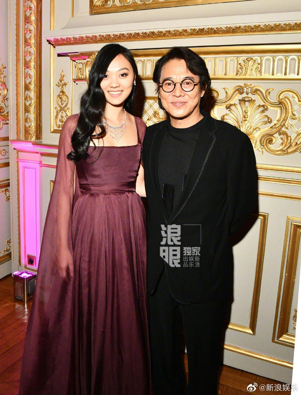 李連杰陪著女兒參加巴黎名媛舞會。 圖/擷自新浪娛樂微博