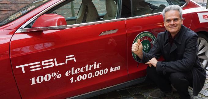 全球首台特斯拉的里程數突破100萬公里。圖/取自《Manager Magazin...