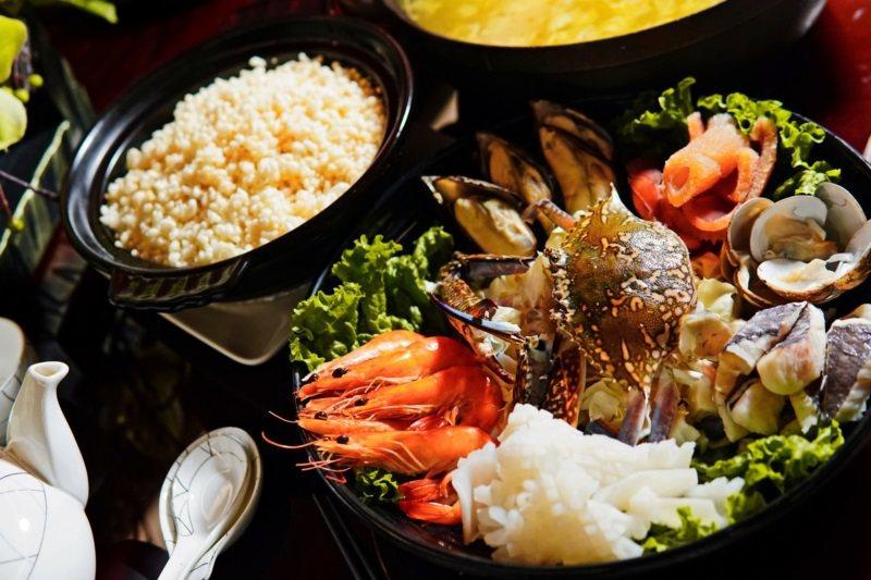 秋冬必吃的「海鮮湯泡飯 」。 圖/福容大飯店福隆提供