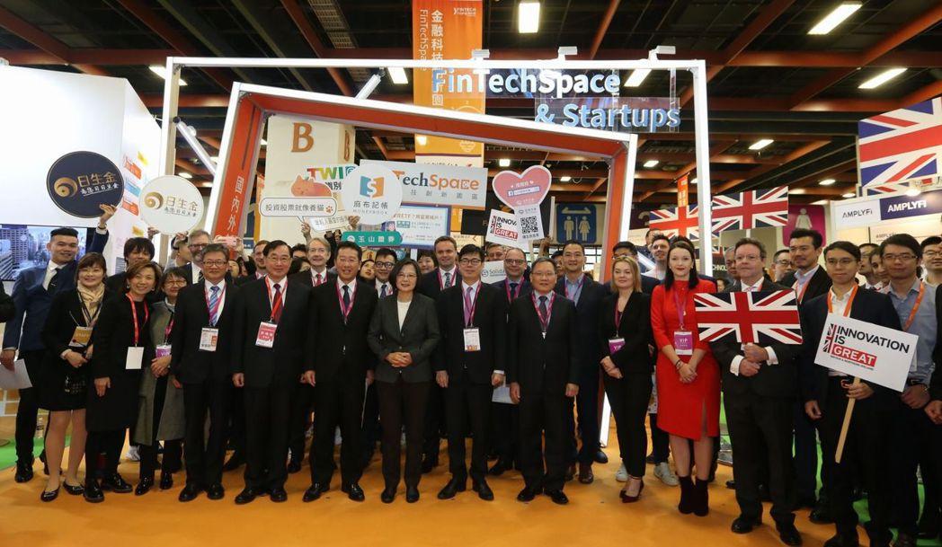 總統蔡英文出席台北金融科技展,並參觀金融科技創新園區FinTechSpace。
