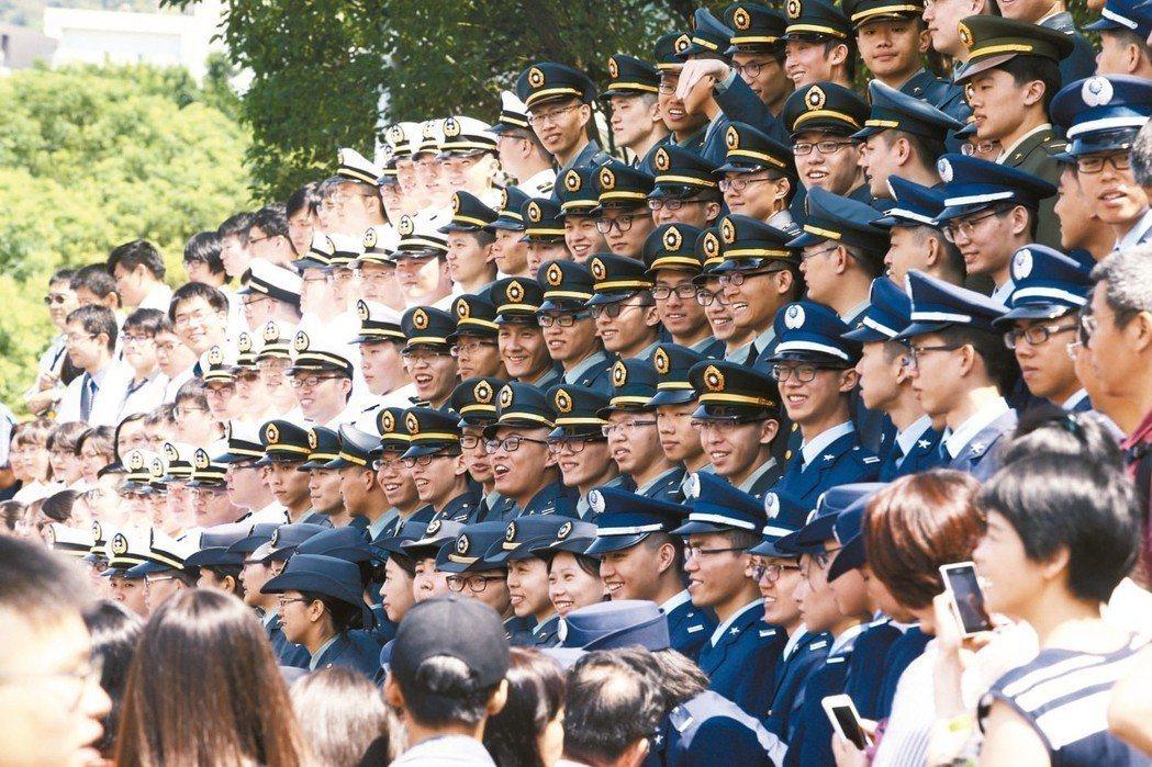 顧問團重申「台灣安全、人民有錢」,維護台海和平穩定,達到「國防有戰力、軍隊有信心...