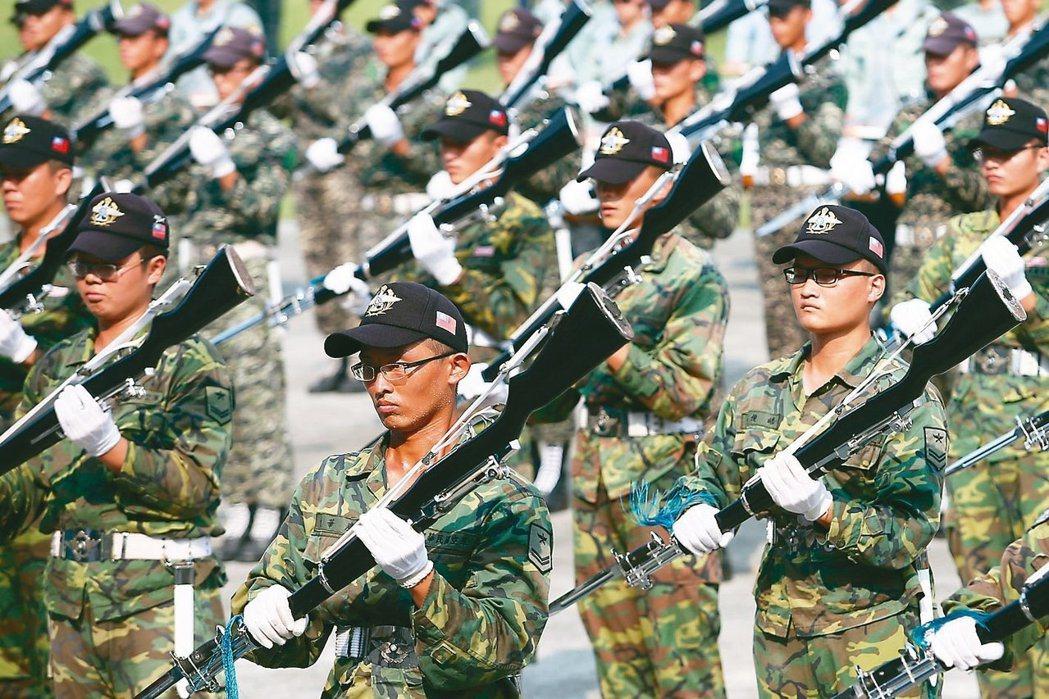 藍綠雙方在國防範疇的主張,基本方向都是維護國家安全。 圖/聯合報系資料照片