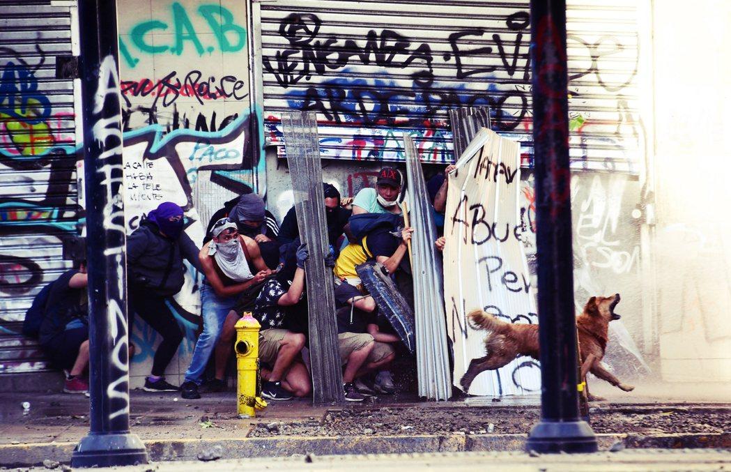 民主轉型30年以來,智利儼然成為拉丁美洲的模範,但轉型過程仍面對許多困境。 圖/...