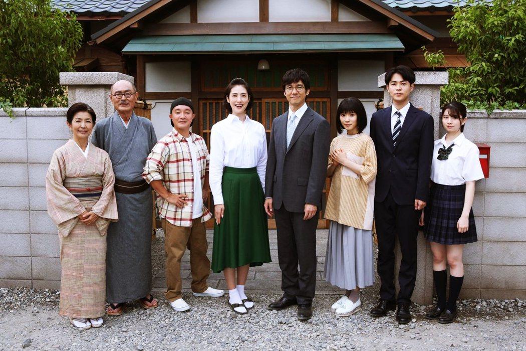 今年年底日本富士電視台推出《磯野家的人們:二十年後的海螺小姐》電視劇,由天海祐希...