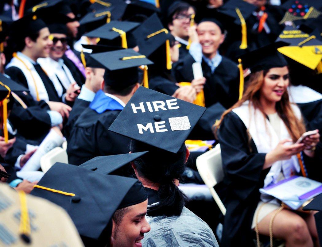 2008年爆發的經濟危機,使得美國就業市場大幅緊縮。有調查指出,美國當前大學畢業...