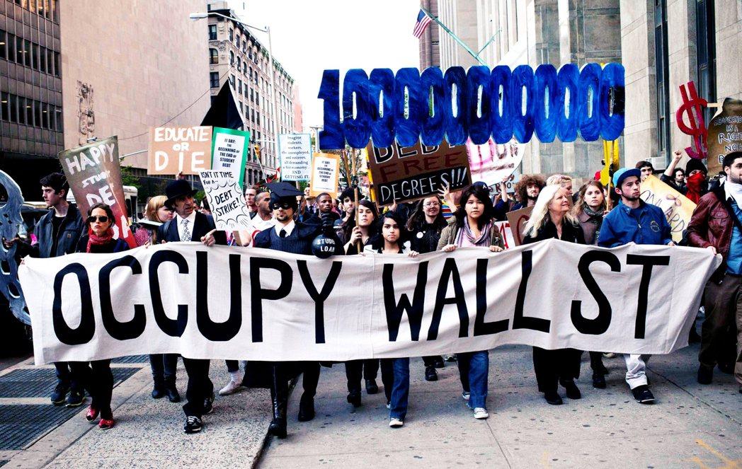 2011年11月,繼華爾街佔領運動後,一場名為「佔領學貸」(The Occupy...
