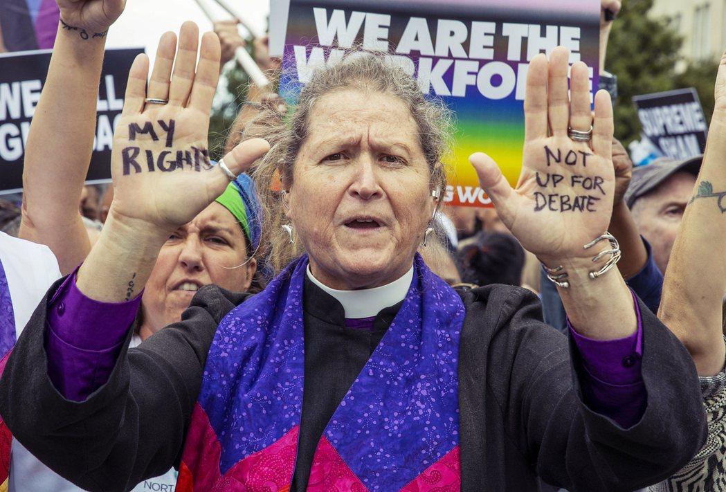 較之於女性,LGBTQ群體是學貸內更加弱勢的一群人。除了他們的身分認同,讓他們容...