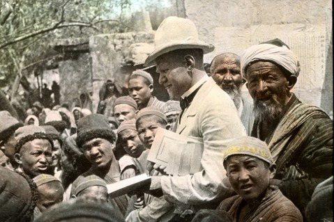 上世紀初,有一群「瑞典宣教團」在新疆長駐了45年,影響維吾爾文化研究與新疆近代史...