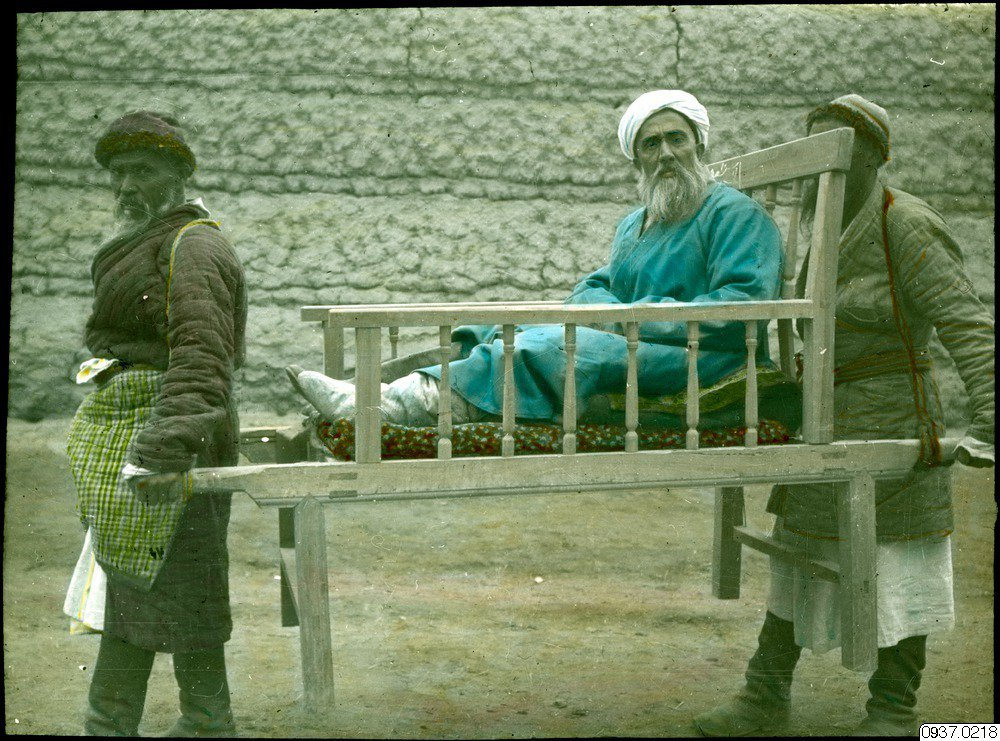 1938年,施行親蘇政策的新疆首長盛世才,強力要求瑞典宣教團撤離。眼見情勢無所轉...