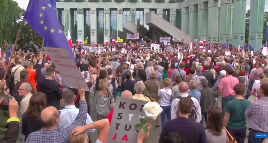 波蘭執政黨的司法改革引發抗議,人民控訴政治力量破壞司法獨立。(photo by ...