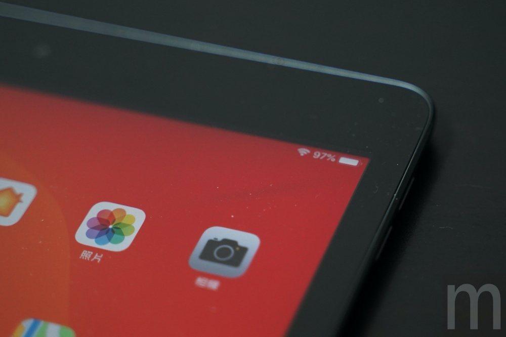 螢幕並未像iPad Air或iPad mini採全貼和螢幕設計