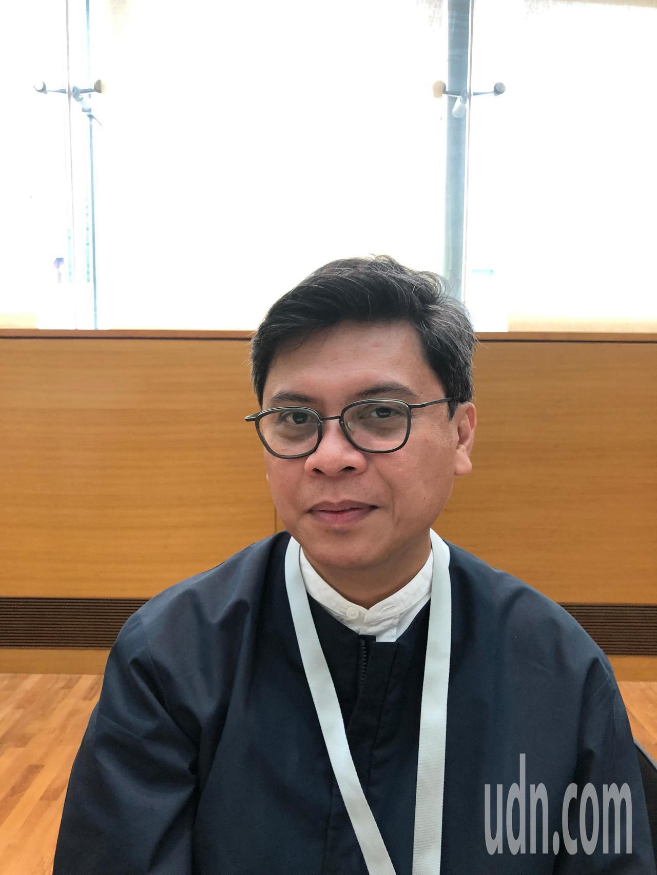 來自菲律賓的新加坡雙年展藝術總監派翠克・弗洛斯(Patrick Flores)。...