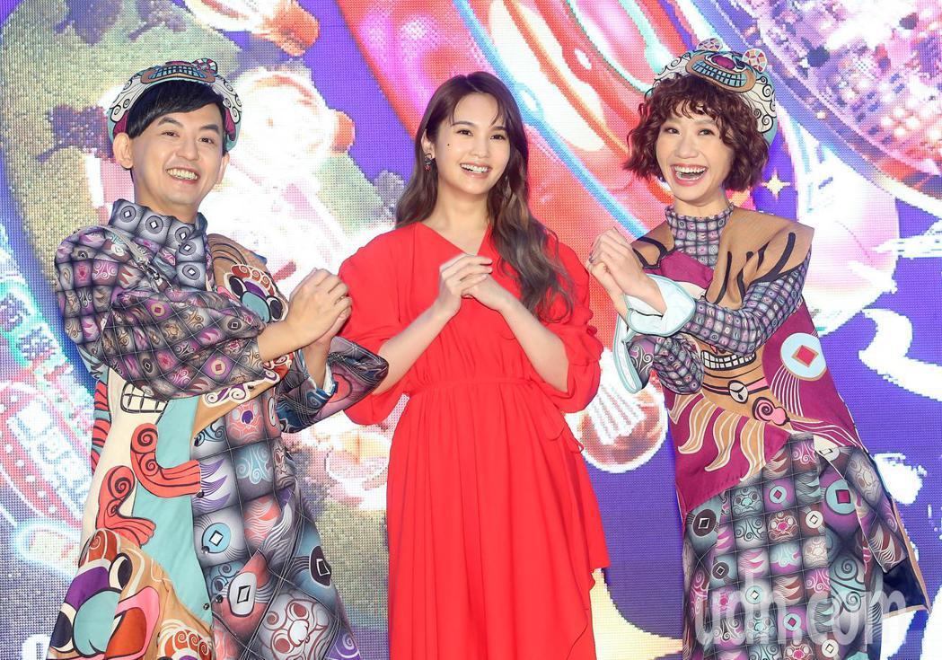 黃子佼(左)、楊丞琳(中)、Lulu黃路梓茵(右)出席台北跨年晚會公布卡司記者會...