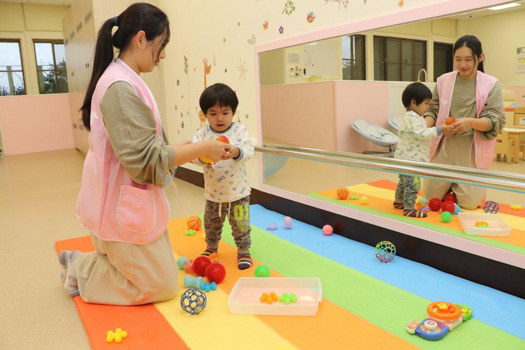 溪崑公托內各項專為0-2歲嬰幼兒打造的安全、優質成長環境。記者胡瑞玲/攝影