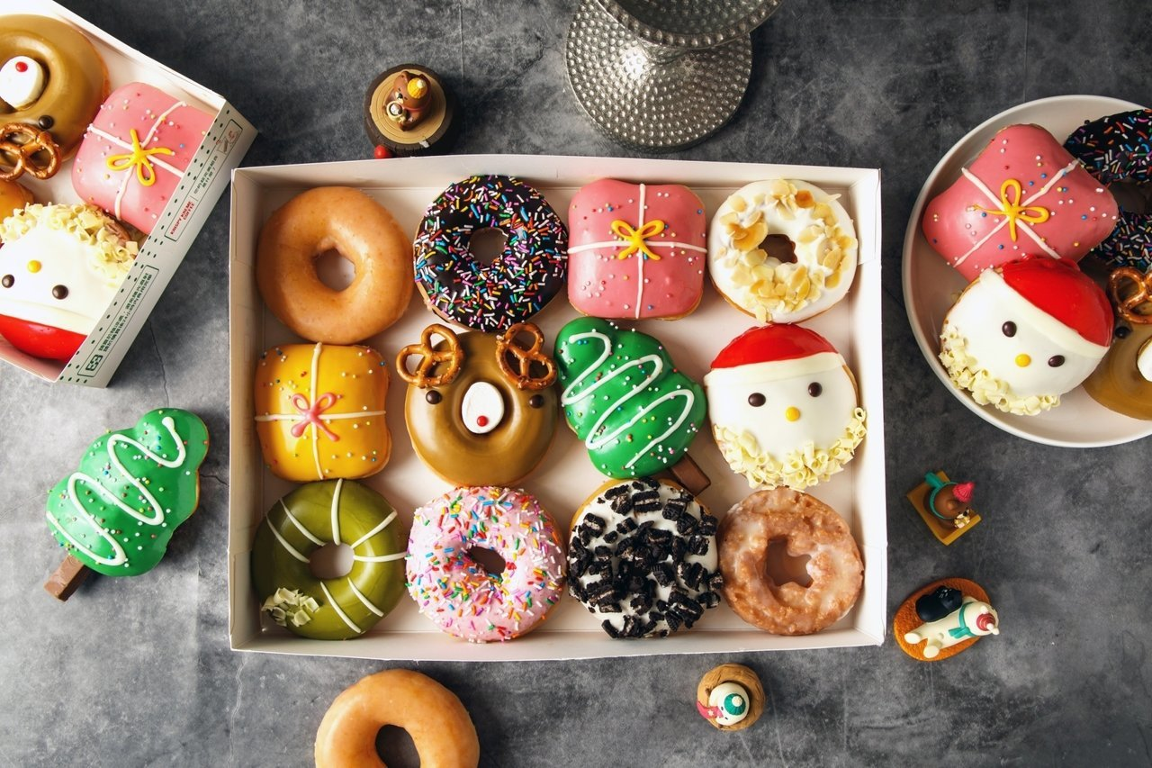 Krispy Kreme耶誕禮盒12入售價450元(原價544元)。圖/Kris...