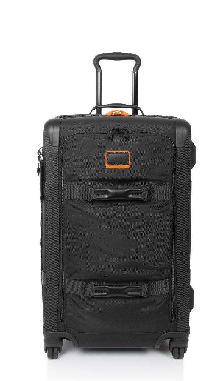 TUMI與Chris Pratt聯名系列20吋行李箱,23,500元。圖/TUM...