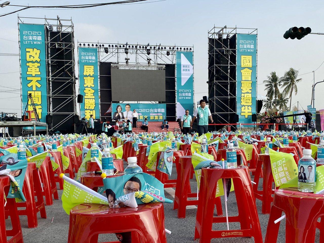 蘇震清陣營下午會場佈置完成,現場擺放上千張座椅。記者江國豪/攝影