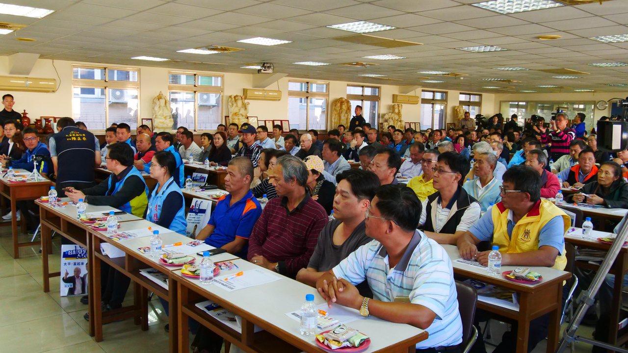 國民黨副總統參選人張善政下午到大里與中小企業座談,參加者踴躍。記者黃寅/攝影
