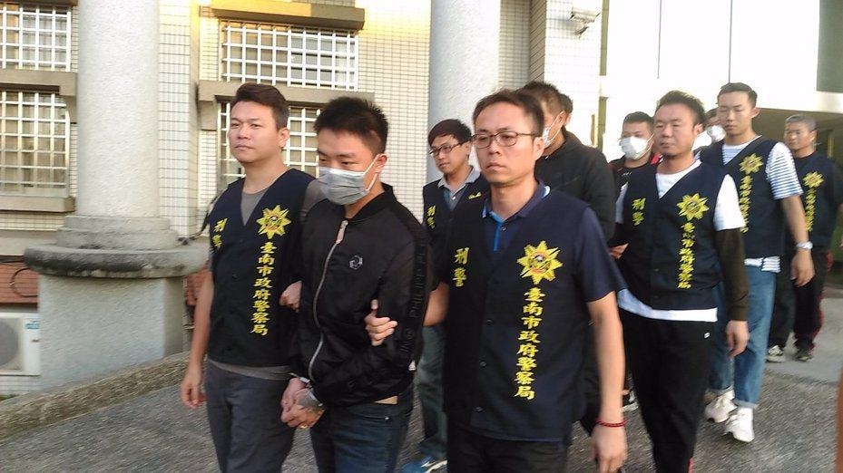 台南檢警偵辦虛擬貨幣交易強盜案,法官裁定吳等3名涉案男子羈押禁見。圖/本報資料照片