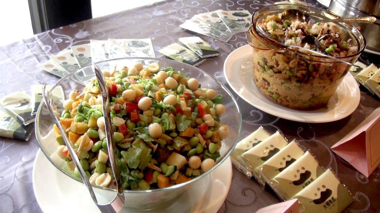 毛豆與水果拌成沙拉,營養美味。記者王昭月/攝影