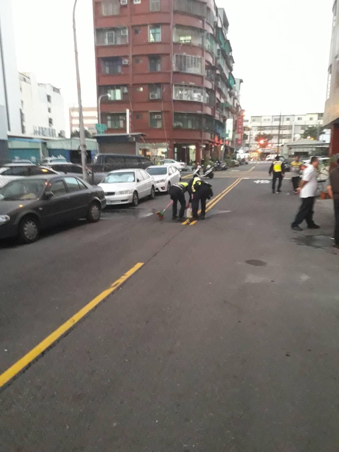 高雄市小港區行義路上,今下午時傳出槍響,48歲的陳姓男子疑手持改造手槍,對頭部開...