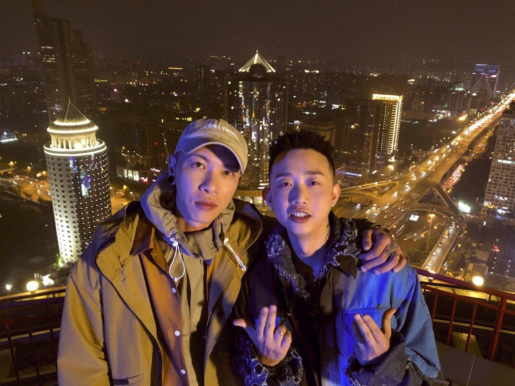 頑童MJ116成員小春推出個人EP,邀來「中國有嘻哈」冠軍GAI(右)合唱新歌。...
