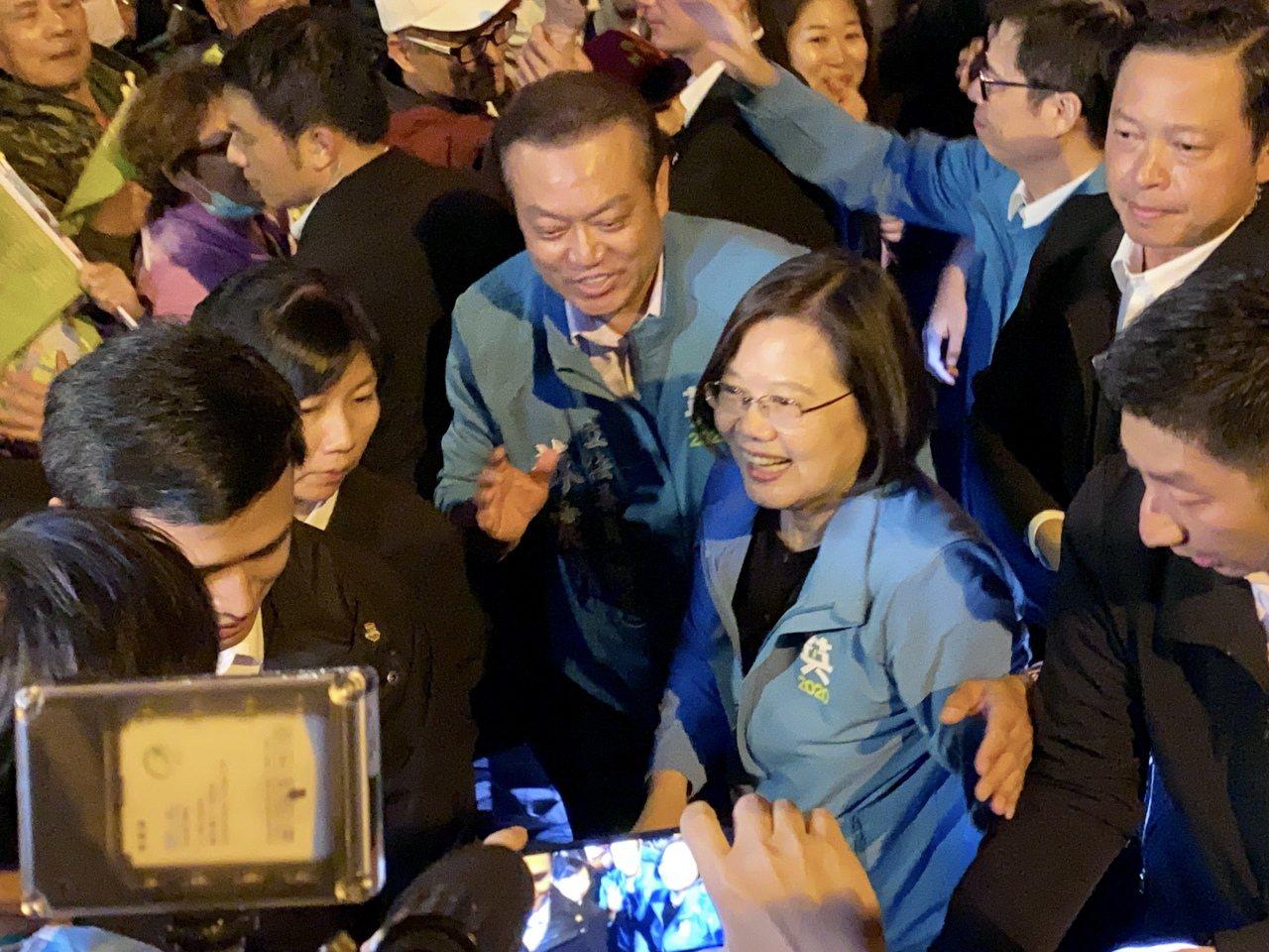 蔡英文總統大進場花了近20分鐘才上台。記者江國豪/攝影