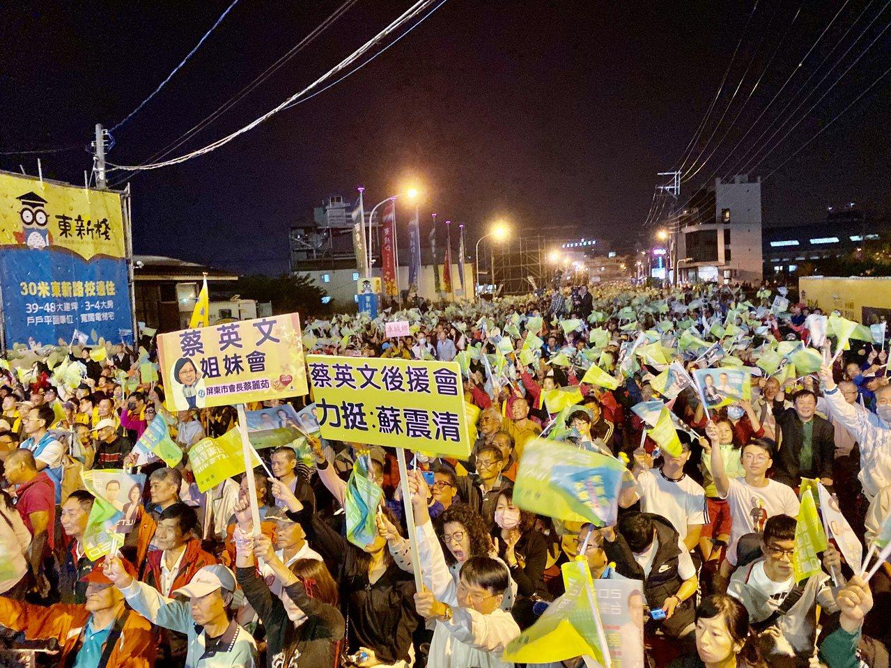 立委蘇震清今晚舉辦「守護南台灣之夜」,號稱有3萬人相挺。記者江國豪/攝影