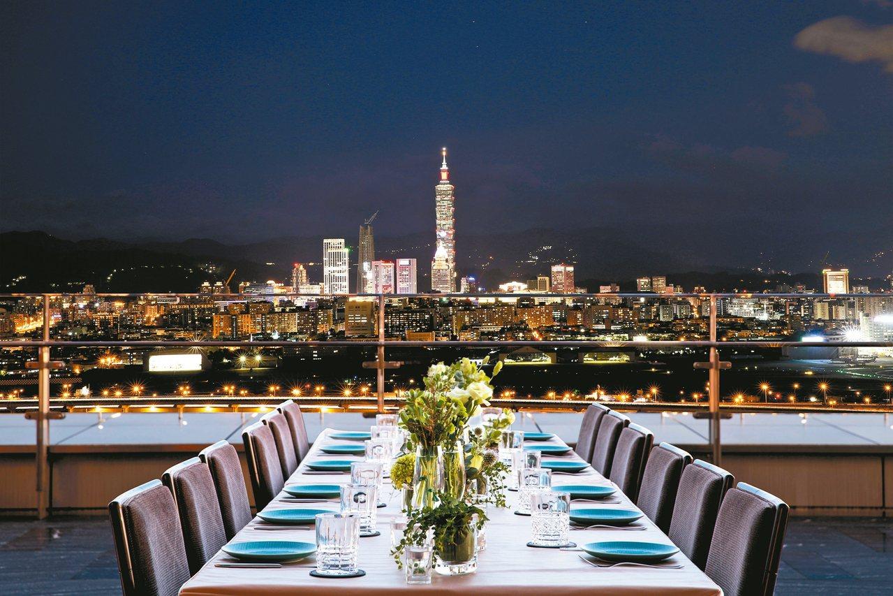 各飯店以餐飲、住房專案搶攻跨年商機。圖為台北萬豪酒店的INGES Bar Gri...