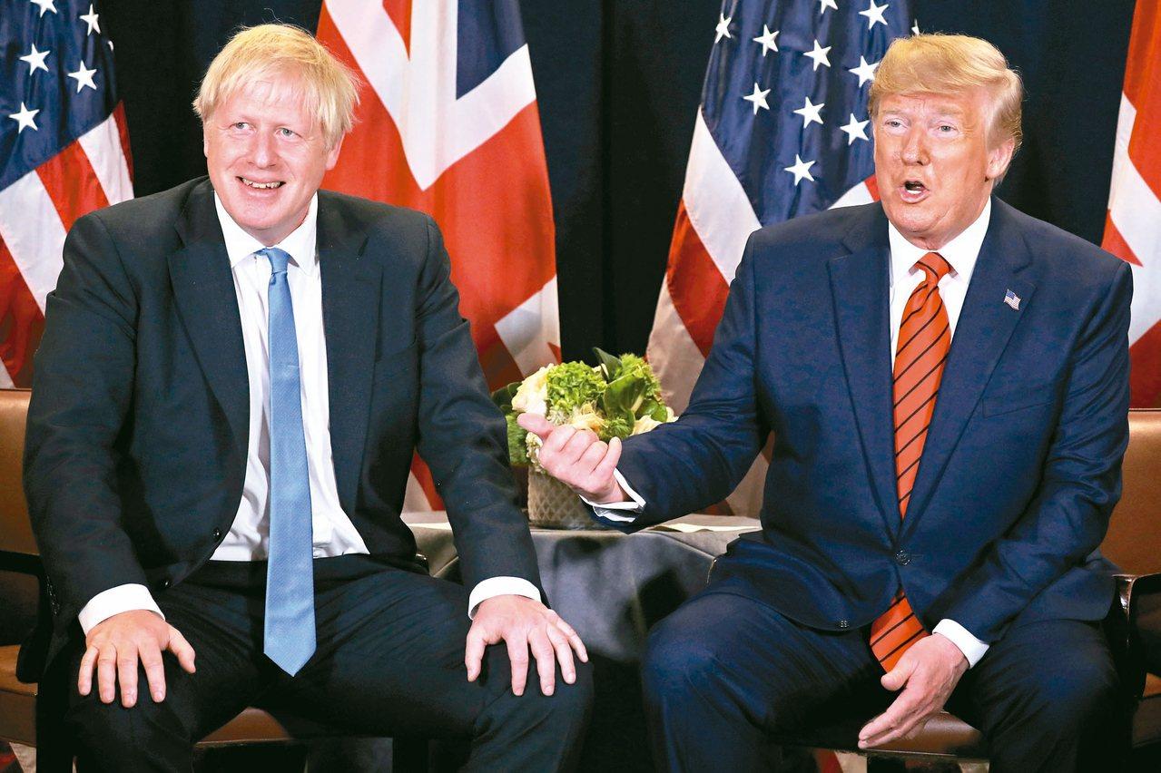 美國總統川普(右)和英國首相強生(左)今年九月廿四日在紐約聯合國大會場邊會談。 ...