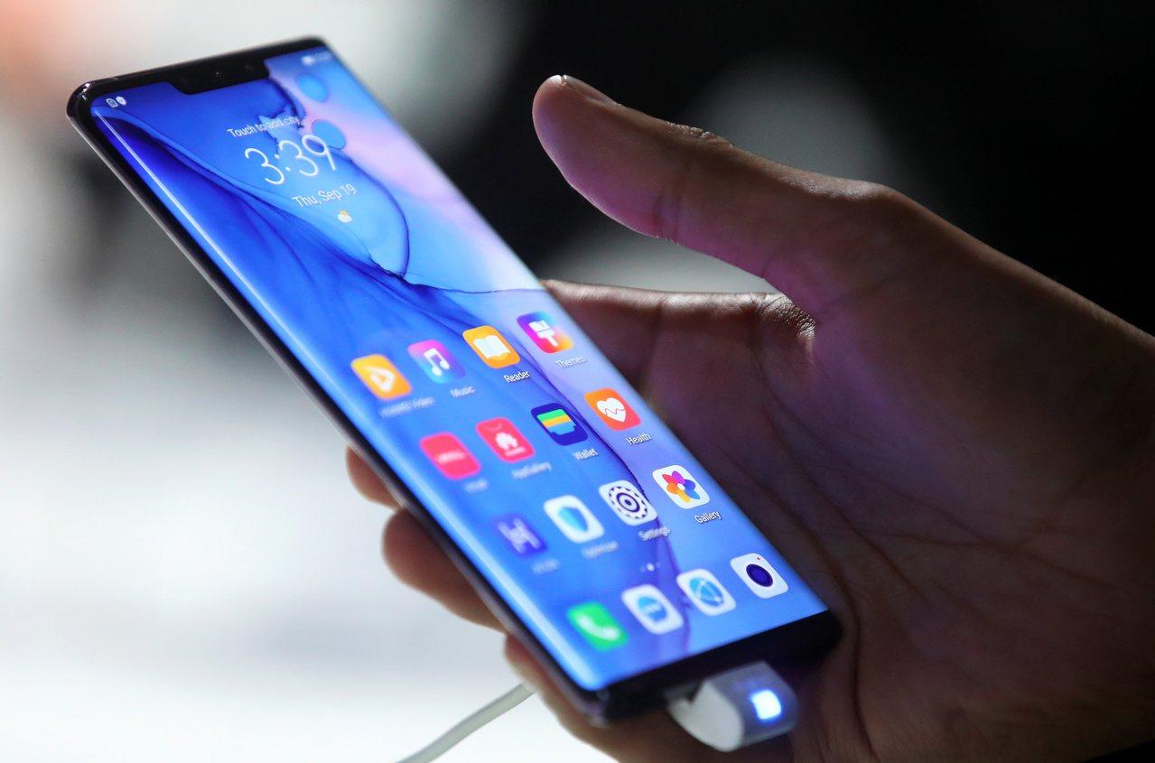 華為今年9月發表的這隻新款Mate 30手機,已經完全沒用美國晶片。(路透)