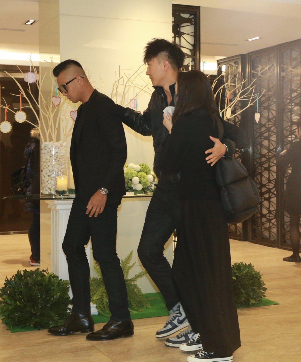 高以翔上個月27日在大陸浙江寧波錄製節目「追我吧」發生意外,錄影中途突發心因性猝...