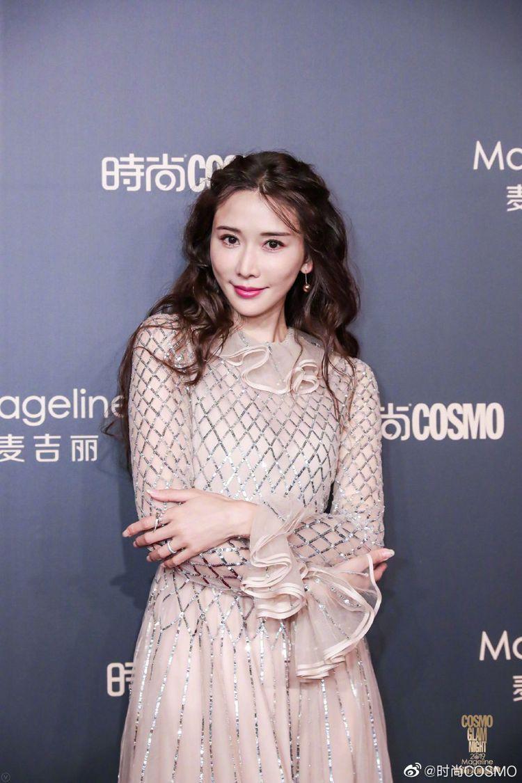 林志玲出席時尚活動。圖/擷自時尚COSMO微博
